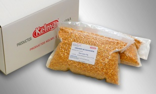 Peanut brittle. Peeled, roasted peanut cubes coated with sugar. Used for decorating pastry and ice-cream products.